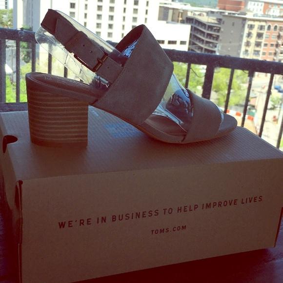 383cd0d998e NIB TOMS Poppy Sandals - Size 7.5